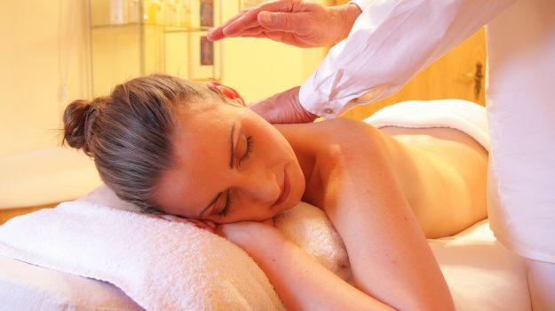 Holistická masáž